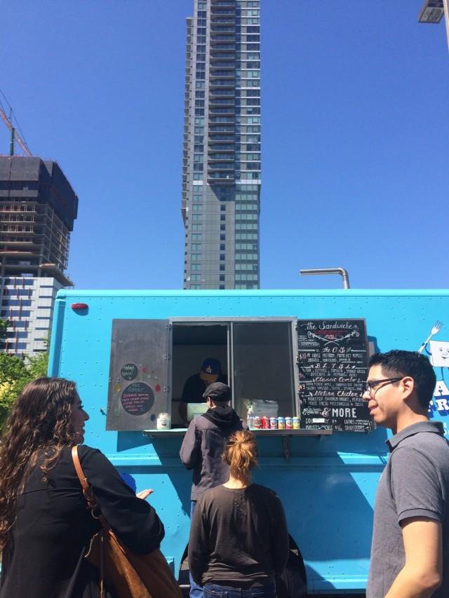 tribu-branding-business-meet-in-belelvue-food-truck-stop